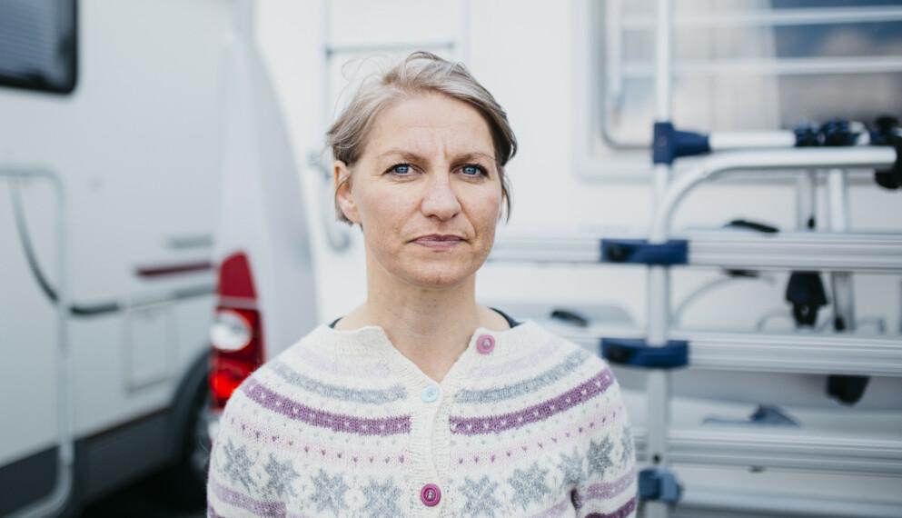 VENTER: Stina Nordine håper telefonen en dag vil ringe med beskjeden om at hun skal få en ny nyre. Foto: Karoline O. A. Pettersen