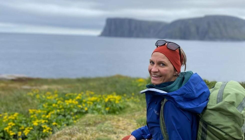 GLADJENTE: Stina Nordie forteller at hun smiler mye og elsker den norske naturen. Hun kommer ikke til å gi opp. Foto: Privat