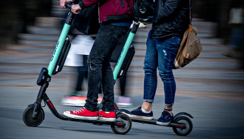 IKKE TILLATT: Mellom klokka 23 og 5 om morgenen vil det bli forbudt å leie ut elsparkesykler i hovedstaden. Foto: Bjørn Langsem / Dagbladet