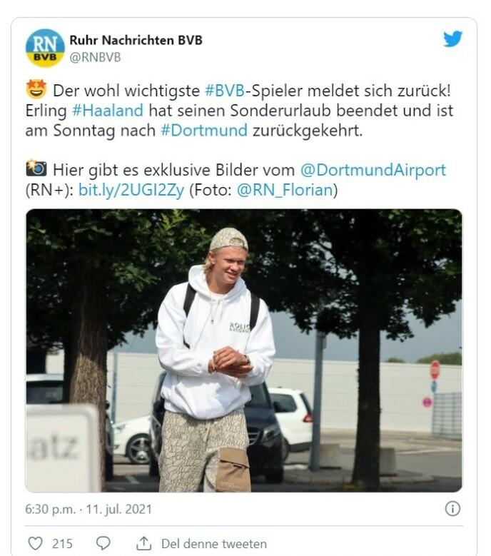 TILBAKE I TYSKLAND: Erling Braut Haaland ble møtt av en fotograf fra lokalavisa da han ankom Dortmund.