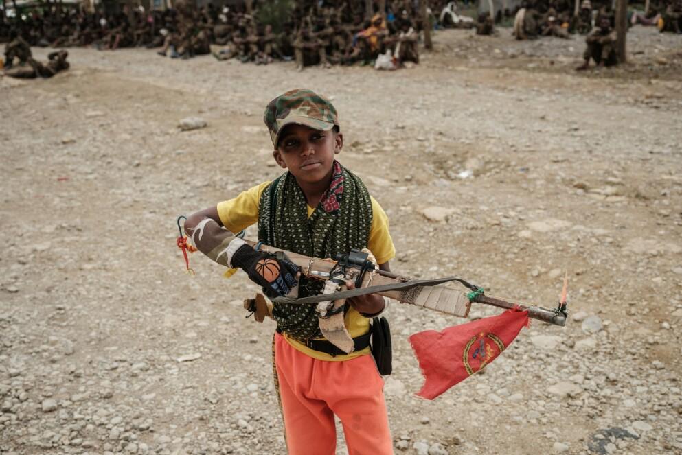 HJEMMELAGET: En 11-åring har laget sitt eget gevær i krigens Tigray, der fredsprisvinner Abiy Ahmed er brannstifter. Foto AFP / NTB