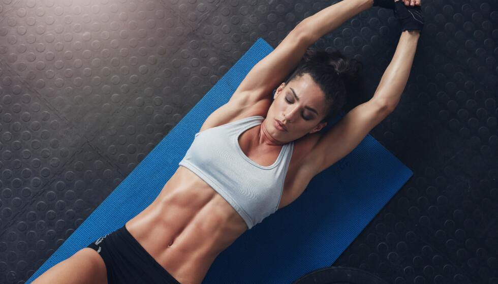MAGEØVELSER: Kjernemuskulaturen aktiveres ved en rekke øvelser, men spesielt når man trener magen. Foto: Jacob Lund / Shutterstock / NTB