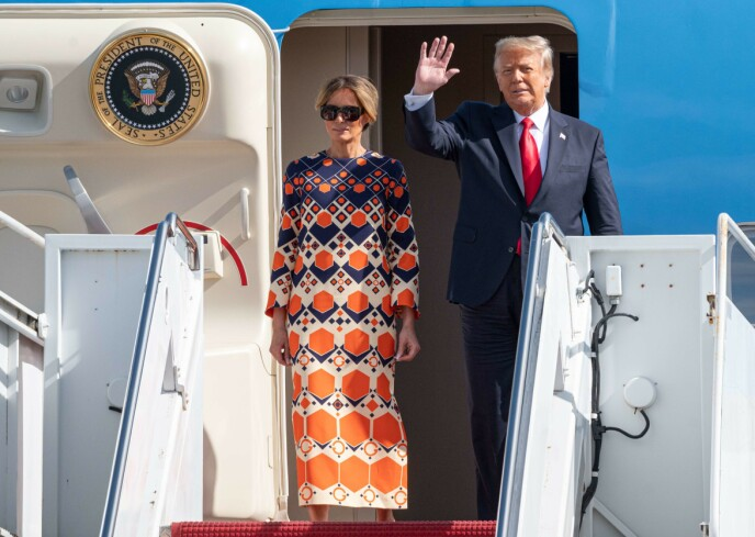 SIST GANG: Melania og Donald Trump da de landet i Florida 20. januar - dagen Trump gikk av. Siden har ingen sett snurten av kona - før nå. Foto: Noam Galai / AFP / NTB