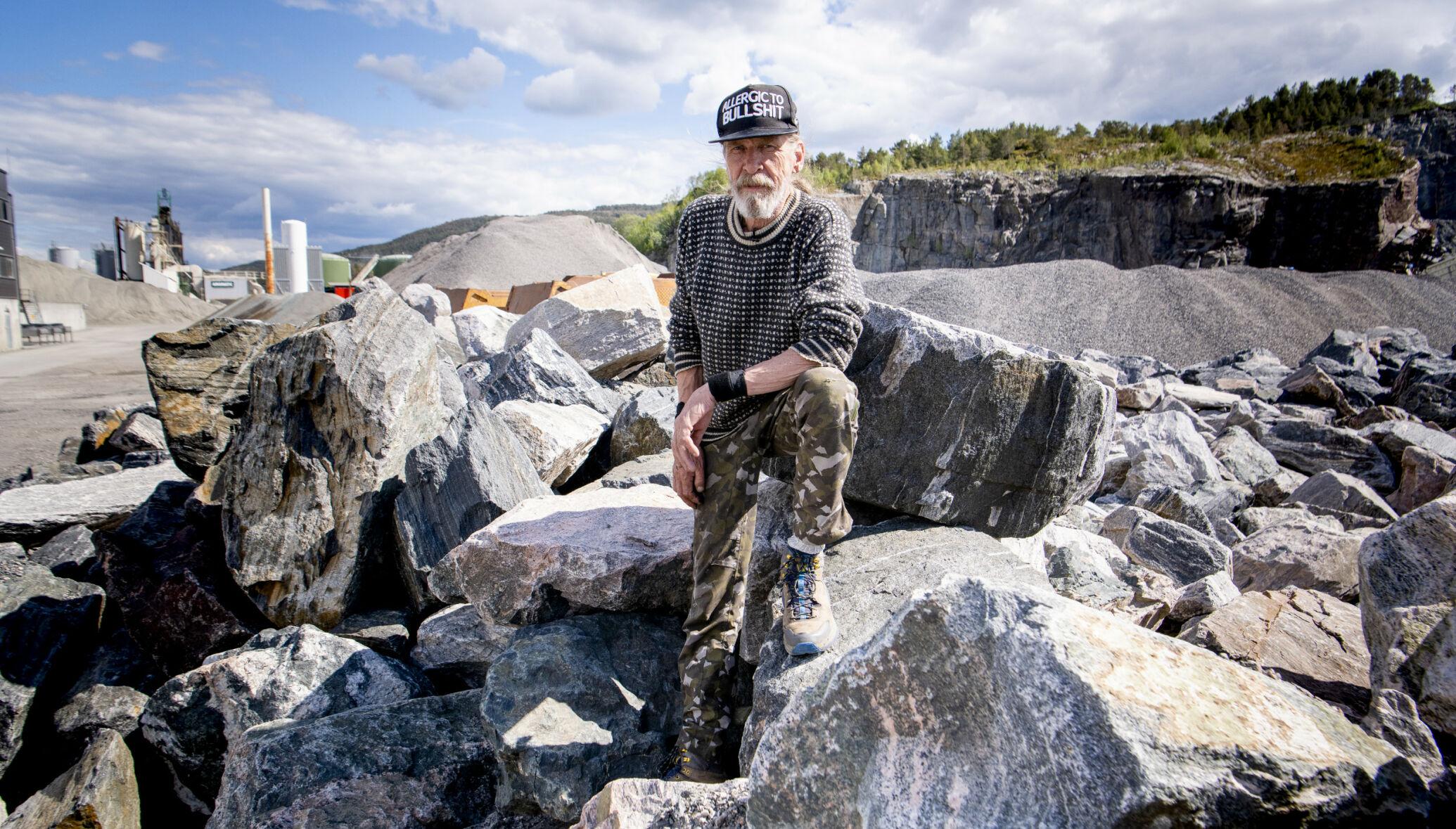STEIN OG PENGER: Steinknusing foregår allerede i stor stil på Husøya i Kristiansund, der Elg Elgenes bor. Nå må Bolgneset få stå urørt, mener han. Foto: Lars Eivind Bones / Dagbladet