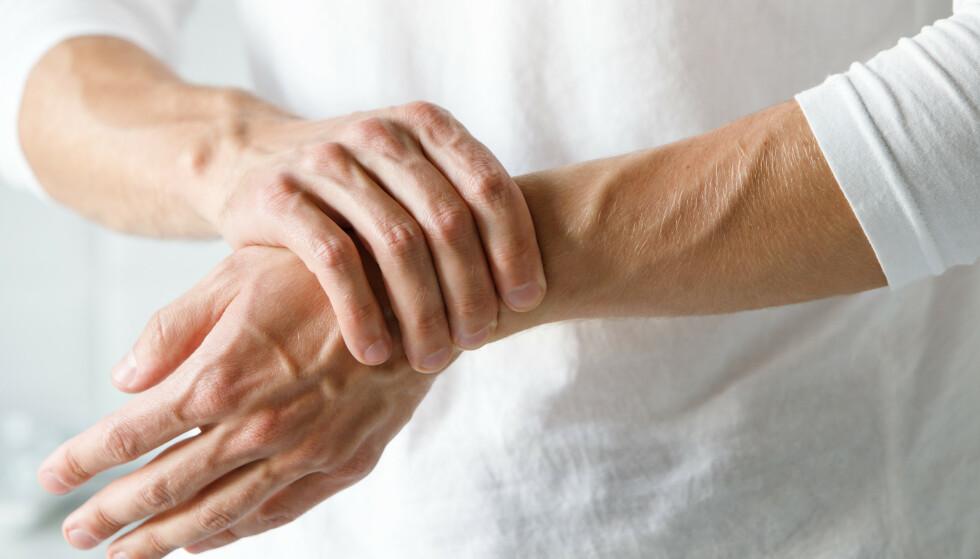 Artrose rammer mer enn halvparten av den voksne befolkningen, flere kvinner enn menn, og er blant de vanligste årsakene til smerter og plager. Illustrasjonsbilde: NTB