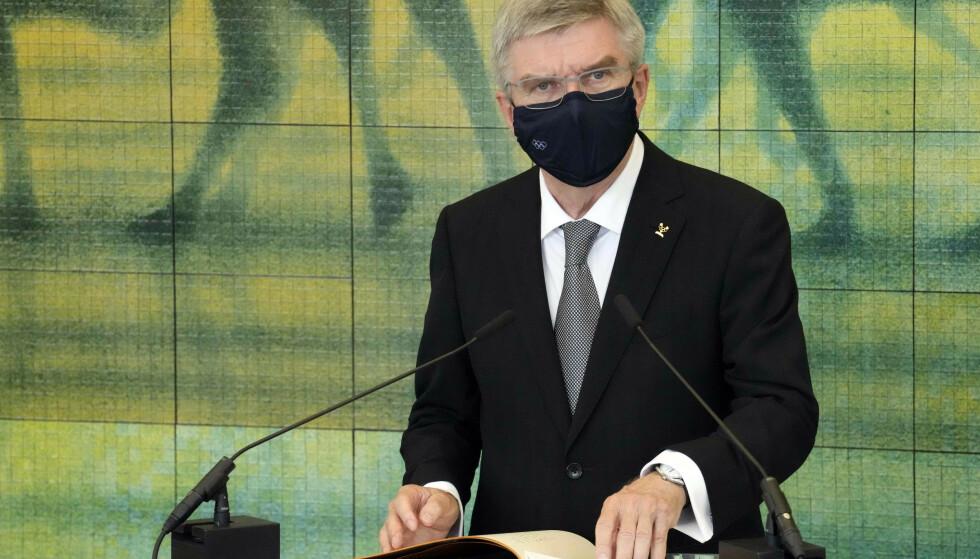KNELING ER GREIT: IOC-sjef Thomas Bach mener markeringer mot blant annet rasisme, sosial urettferdighet og for homofiles rettiheter, stider mot bevegelsens ide om å kunne samle alle under OL-flagget. Foto: AP/NTB