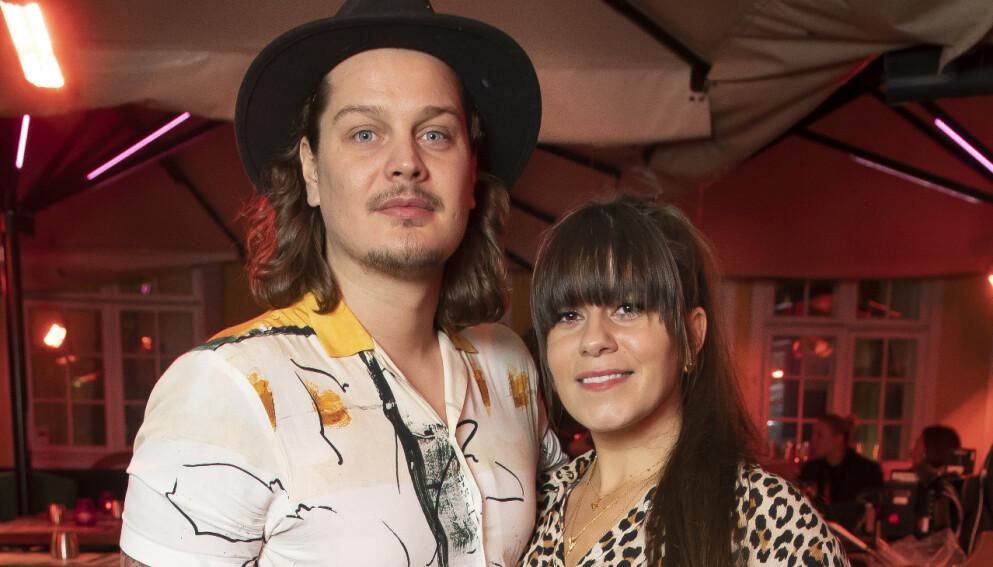 AVSLØRER: Kristin Gjelsvik og Dennis Poppe Thorsen har vært et par i ni år. Nå er de klar for å ta forholdet videre. Foto: Tore Skaar