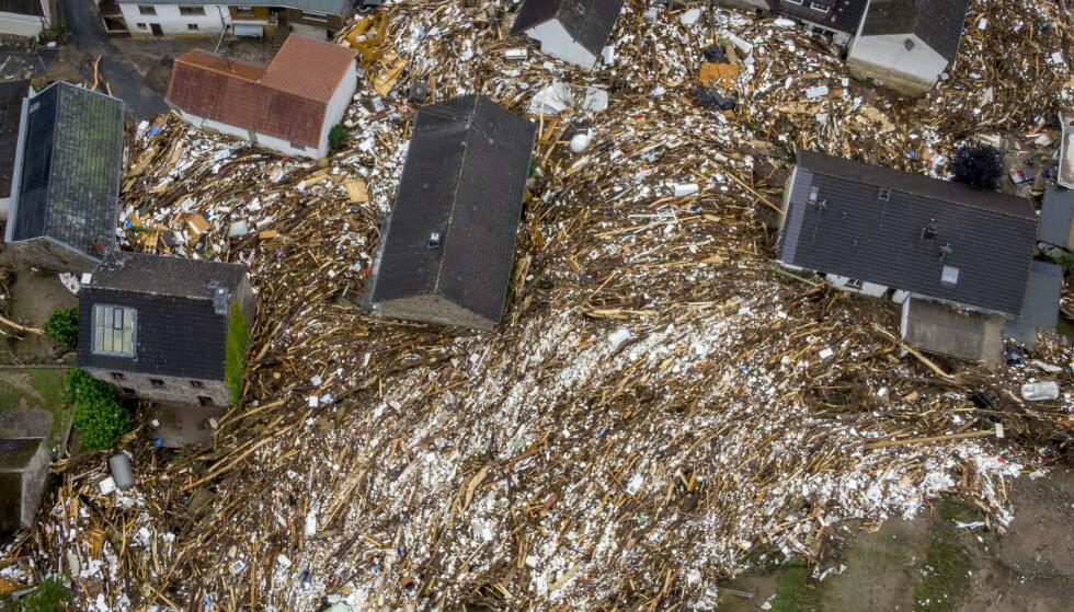ENORME ØDELEGGELSER: Ødeleggelsene er enorme etter flommen. Her fra byen Schuld i Tyskland fredag. Foto: AP Photo/Michael Probst