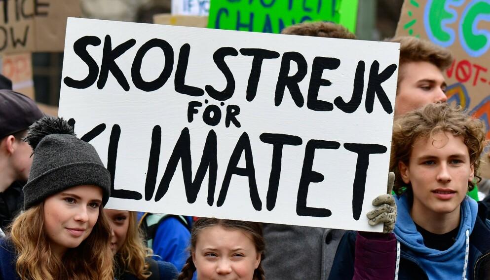 ALLIERTE: Den tyske klimaaktivisten Luisa-Marie Neubauer sammen med svenske Greta Thunberg under skolestreiken for klima i Berlin i 2019. Foto: Tobias SCHWARZ / AFP