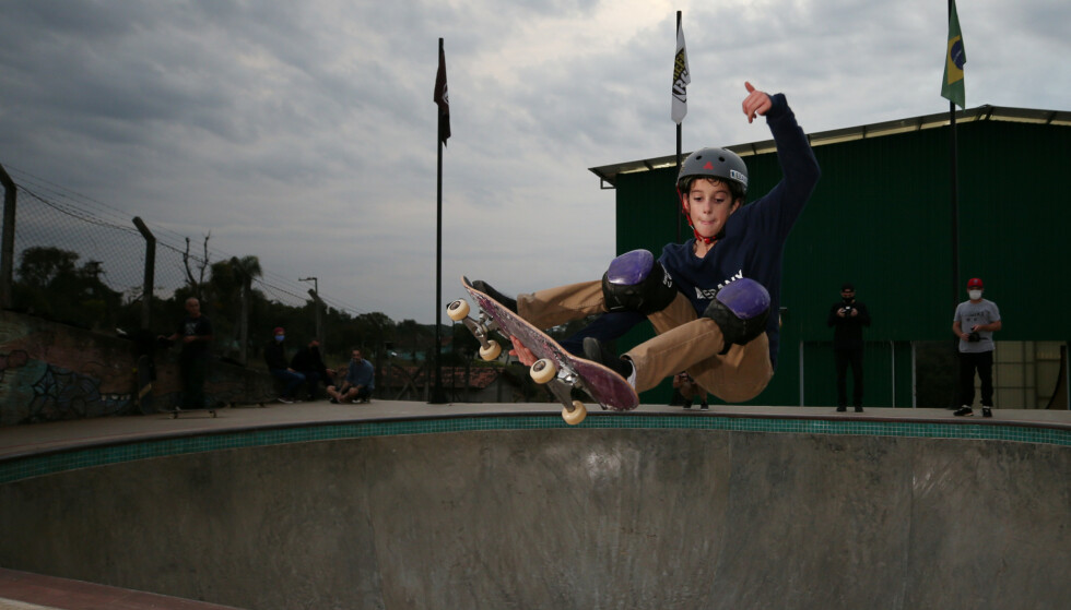 Trening: Gui Khury klarte trikset i fjor på trening og ble den første til å klare det på en vert rampe under årets X Games. Foto: Reuters