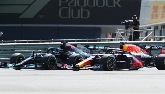 KRASJET: De to stjernene krasjet tidlig i søndagens løp i Formel 1. FOTO: Reuters