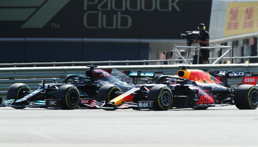 KOLLIDERTE: Max Verstappen og Lewis Hamilton kolliderte i søndagens Formel 1-løp på Silverstone. FOTO: Reuters
