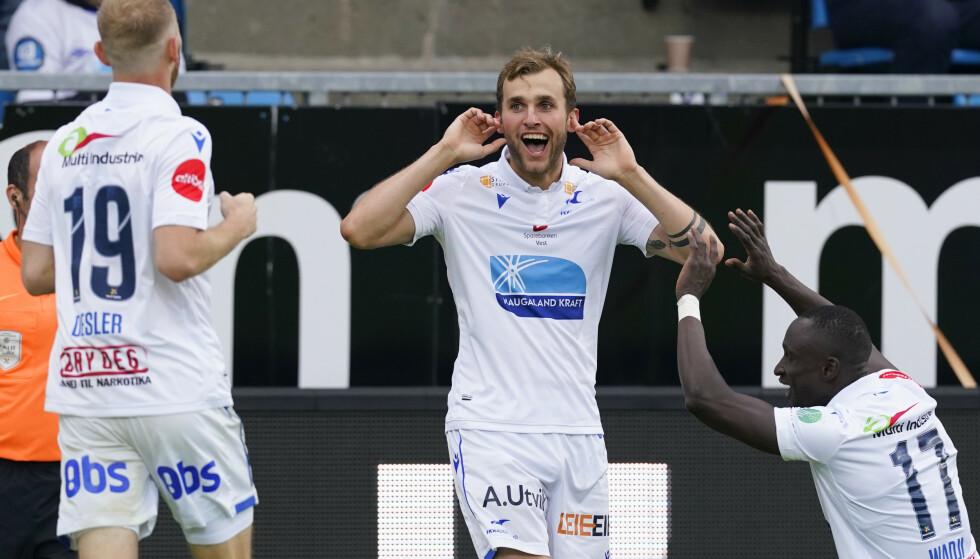 MÅL: Haugesunds målscorere Ibrahima Wadj og Kevin Martin Krygård feirer sistnevntes scoring. Foto: Jan Kåre Ness / NTB