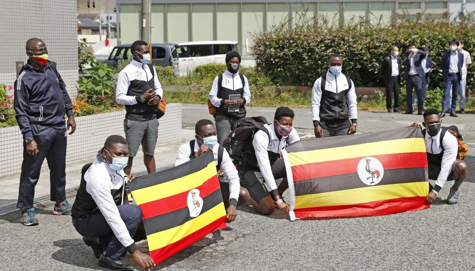 RAMMET AV CORONA: Den ugandiske delegasjonen var noen av de første som kom til pre-camp i Izumisano i Japan. Rett etter ble et medlem smittet av Delta-viruset. Foto: REUTERS/NTB