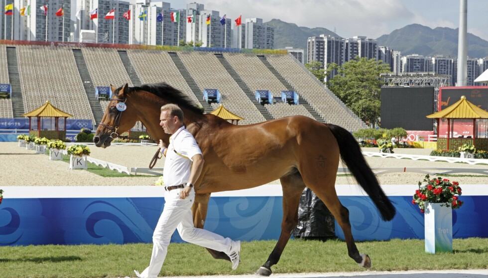 Veteran: Geir Gulliksen sammen med hesten Cattani under OL i Kina 2008. Foto: Roland Thunholm / Scanpix