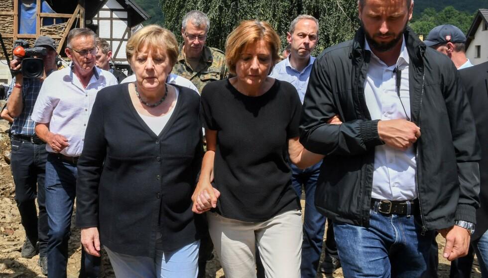 - FORFERDET: Statsminister Angela Merkel sier hun er forferdet over «surrealistiske» ødeleggelser i de flomrammede områdene i Tyskland. Foto: Christof Stache / AFP / NTB