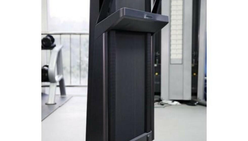 Slik ser K15 ut når stativet er felt ned og apparatet er satt opp i stående stilling.