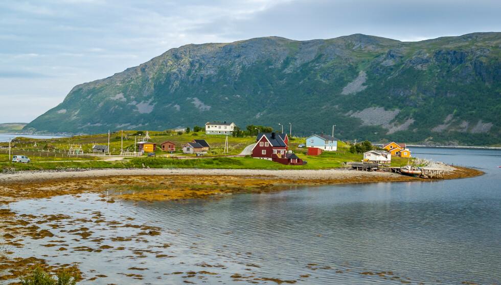 PORSANGER: Bilde fra en liten landsby ved fjorden i Porsanger. Foto: Shutterstock / NTB