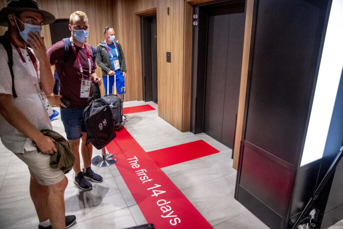 EGEN HEIS: Reisende som ikke har vært i Tokyo i 14 dager må holde seg i egne soner på hotellet. Foto: Bjørn Langsem