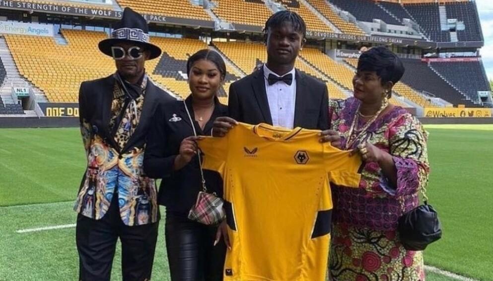 STILFULL: Faren til Filozofe Mabete kan å kle seg til spesielle anledninger. Foto: Twitter