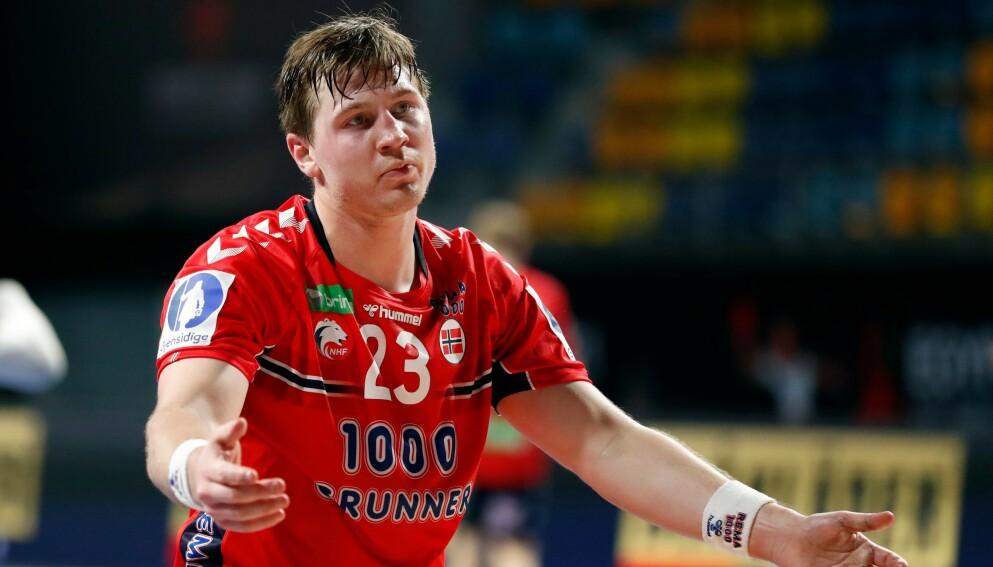 DRAR HJEM: Gøran Johannessen må se de olympiske lekene på TV-skjermen. Foto IHF / NTB
