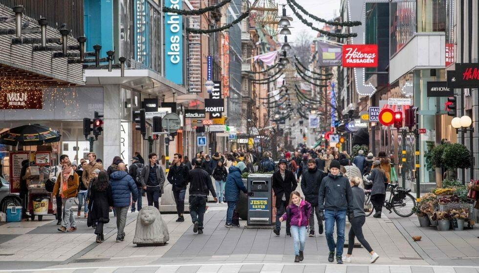SMITTEN ØKER: Coronasmitten øker nå i seks svenske regioner, deriblant Stockholm. Foto: Fredrik Sandberg / TT News Agency / AFP / Sweden OUT / NTB