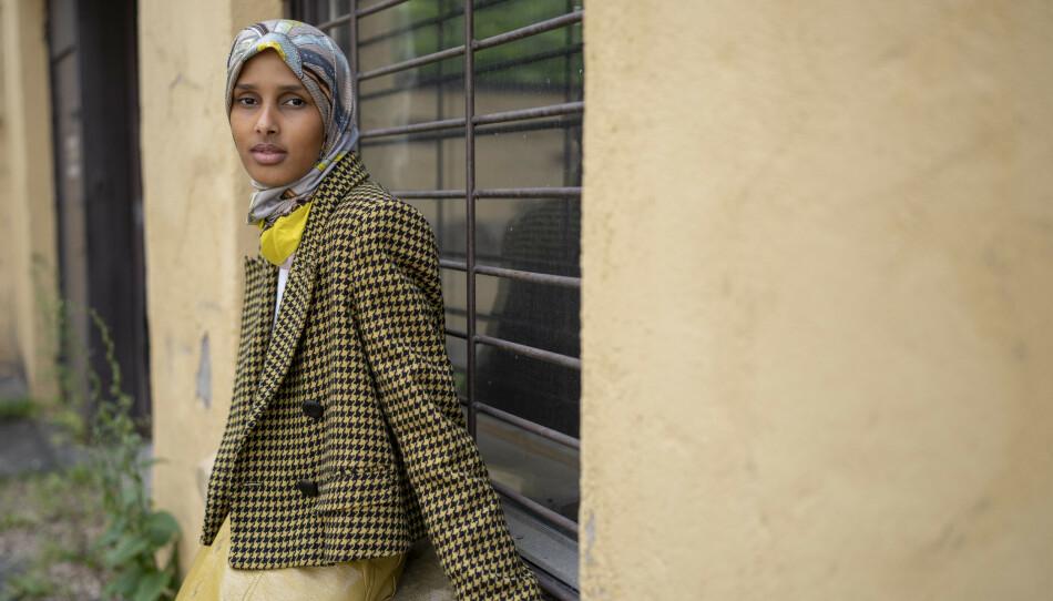 NORGES VOGUE-DEBUT: Den 29 år gamle modellen og aktivisten Rawdah Mohamed har vært aktiv i motebransjen siden 2019. Denne høsten blir hun den første norske moteredaktøren i det nye Vogue Scandinavia. Foto: Fredrik Hagen / Dagbladet