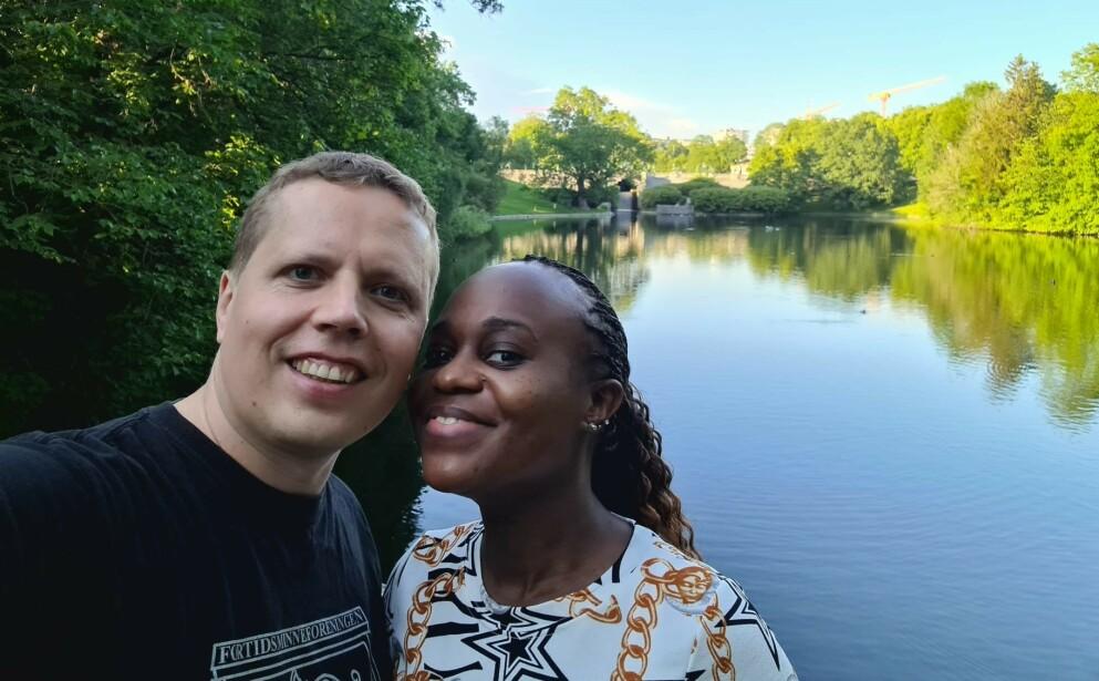 FULLVAKSINERT: Selv om både Jonathan Hol og Noreen er fullvaksinert med Pfizer, måtte de til Georgia for å gifte seg. Foto: Privat