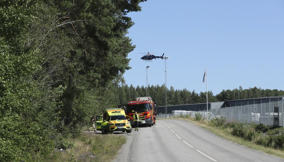 STOR OPERASJON: Redningstjenesten og ambulansen deltok i operasjonen onsdag ettermiddag og kveld. Foto: Per Karlsson/TT / NTB
