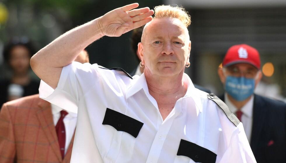 ISFRONT: Det ligger an til full isfront mellom Sex Pistols-vokalist John Lydon og to av de andre bandmedlemmene. Foto: Justin Tallis / AFP / NTB