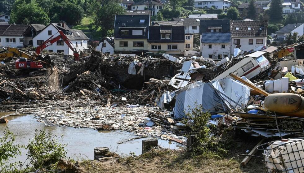 ØDELEGGELSER: Bildet viser enorme ødeleggelser etter flommen som rammet Tyskland. Bildet er fra Kreuzberg, vest i landet, tatt ei uke etter. Foto: Christof Stache / AFP / NTB
