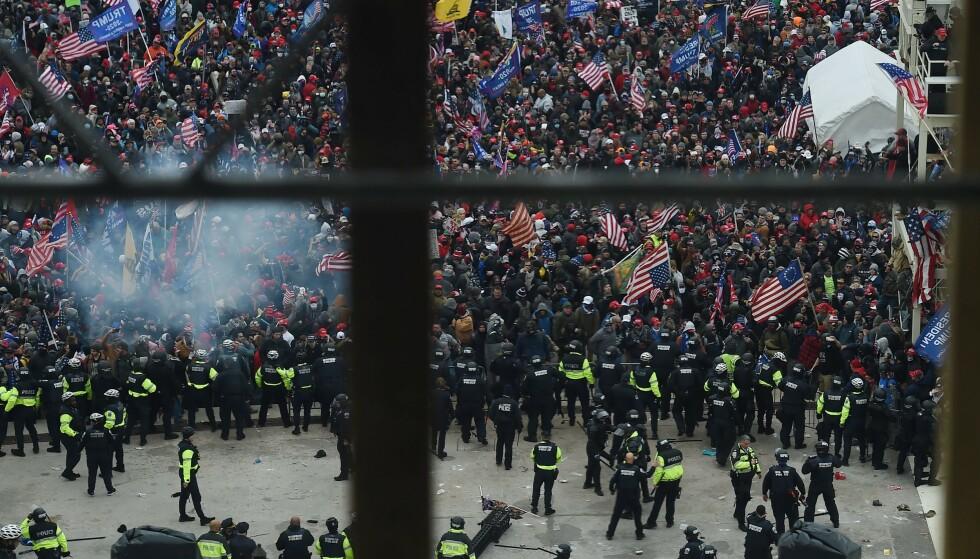 OPPTØYER: Bilde fra opptøyene utenfor Kongressen i Washington 6. januar. Foto: Olivier Douliery / AFP / NTB