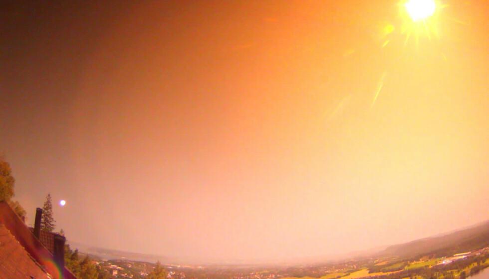 METEOR: Aastrofysiker Tor Aslesen, som leder Norsk Astronomisk Selskap, og som også er talsmann i Norsk Meteornettverk, sier det er ingen tvil om at det var en meteor som i natt lyste opp nattehimmelen. Foto: Norsk Meteornettverk