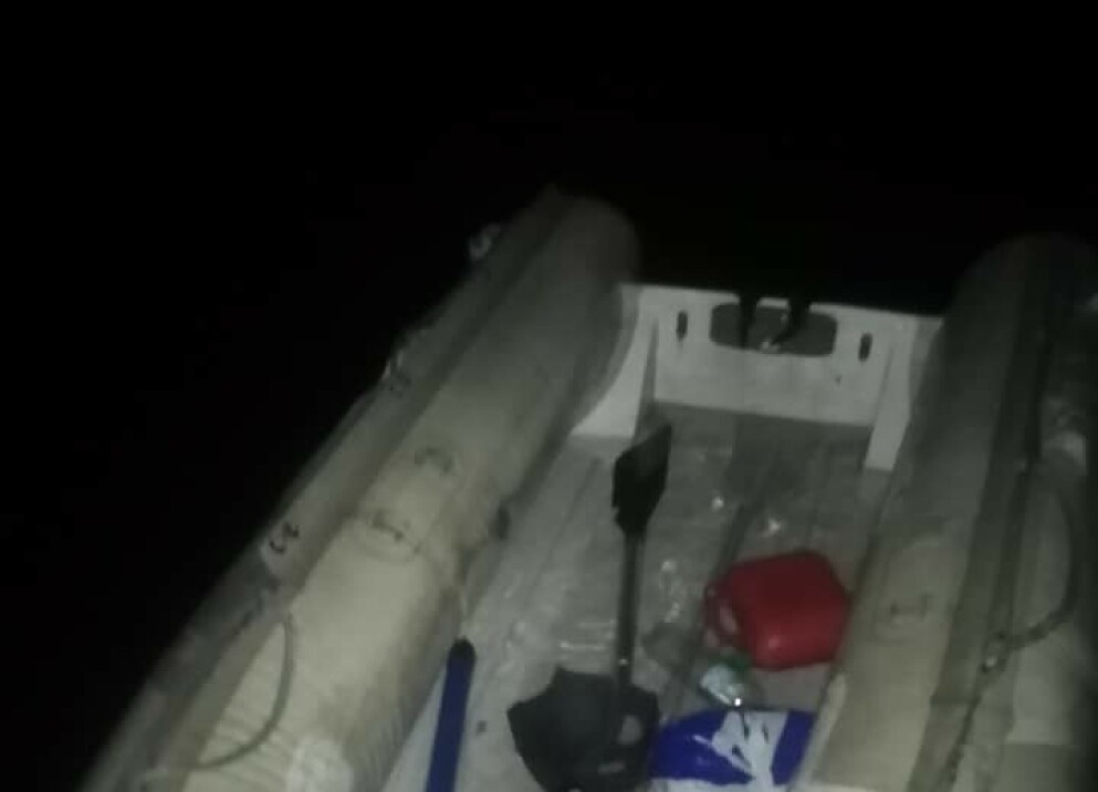 PÅKJØRT: Motoren på gummibåten skal ha blitt revet av i forbindelse med kollisjonen. Foto: Privat