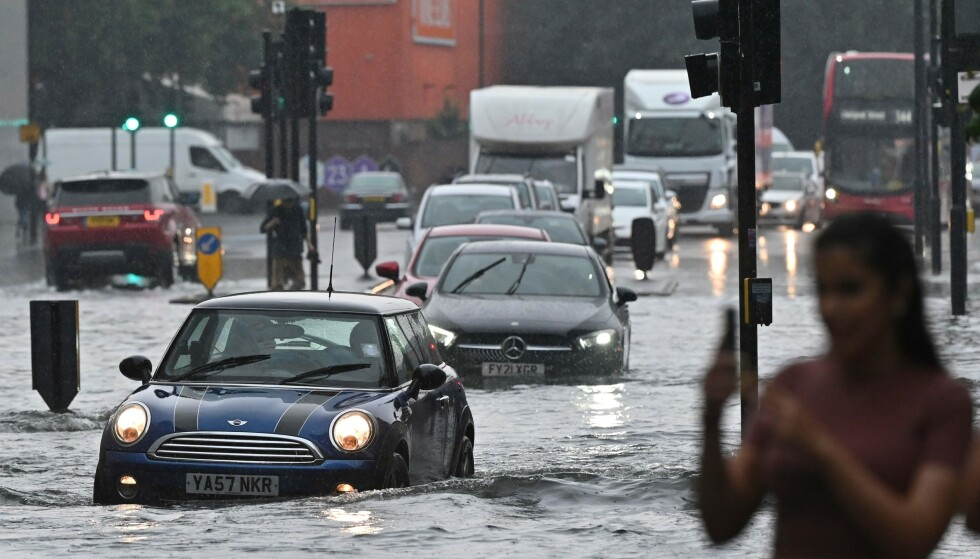 Flooding: Several roads in London were completely submerged on Sunday afternoon.  Photo: Justin Talis / AFP / NDP