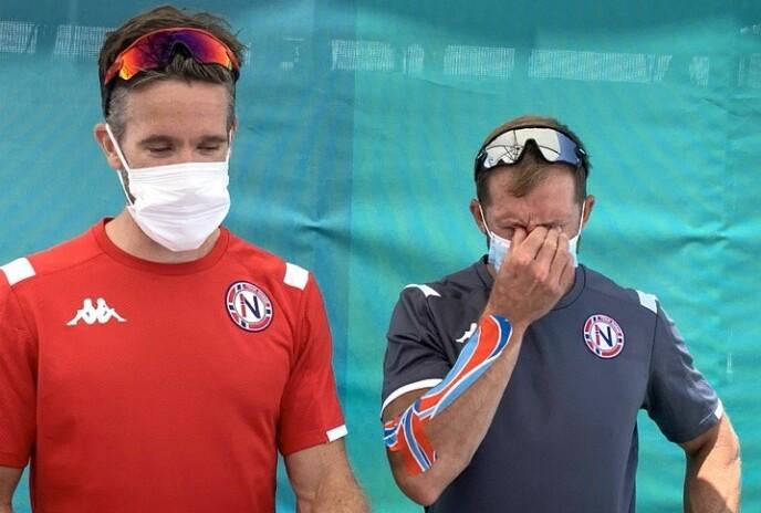 SØNDERKNUST: Are Strandli (t.v.) og Kristoffer Brun var langt nede da de møtte mediene etterpå. Brun kjempet mot tårene. Foto: Tore Ulrik Bratland