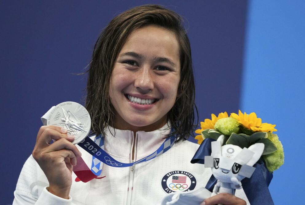 SØLV: Amerikanske Erica Sullivan jublet for medaljen på 1500 meter fri. Foto: NTB