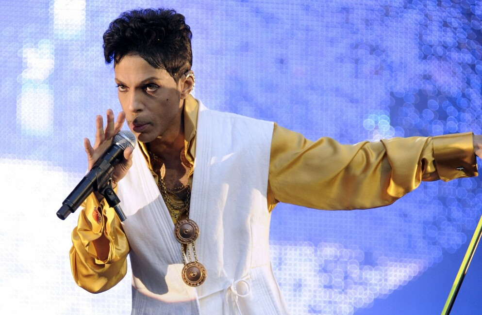 VERDENSTURNÉ: Prince på scenen under turneen i 2011 som fulgte i kjølvannet av det ferdiginnspilte albumet «Welcome 2 America» - som først nå blir utgitt. Foto: Bertrand GUAY / AFP / NTB