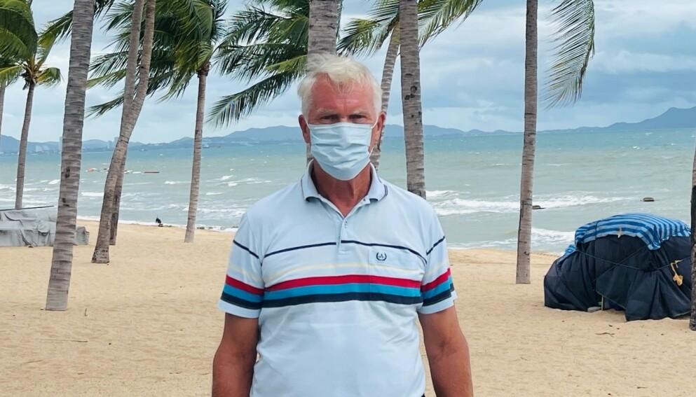 REAGERER: Knut Hauslo (77) reagerer på at han må reise fra Thailand til Norge for å ta vaksine. Foto: Privat