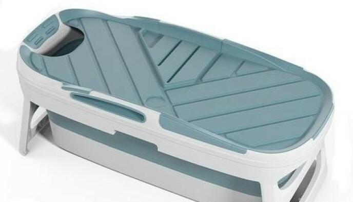 MyBath kommer med lokk, noe som både hindrer søl og holder vannet i karet varmt lenger.