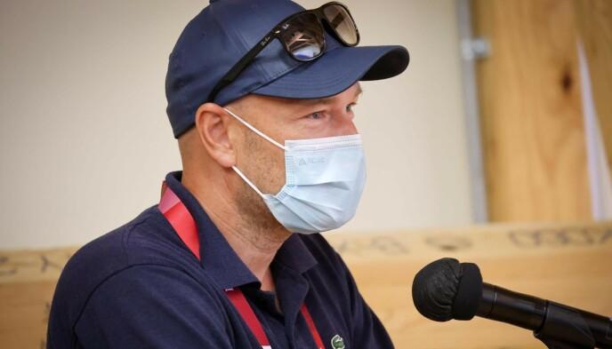 PÅ PLASS I TOKYO: NRK-kommentator Jann Post stilte flere spørsmål under dagens pressemøte med friidrettsfolket.