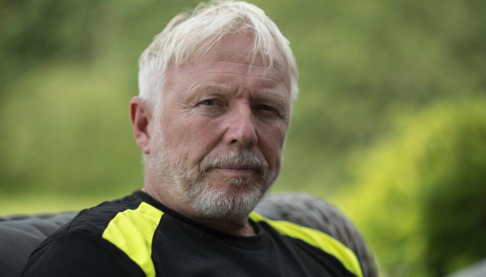 KLEMULYKKE: Det er ikke godt å si hva som gikk galt da Finn Olav Odde (63) satt fast mellom en førerløs bil og en murvegg utenfor hjemmet sitt i november 2020. Foto: Jan Terje Hellemsbakken / Dagbladet