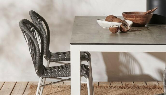 Dette spisebordet koster normalt 11.999 kroner, men med dobbelt rabatt blir prisen 4199.