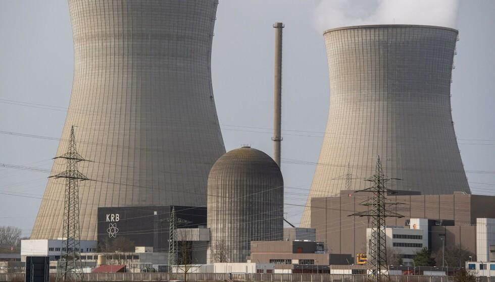 ØNSKES VELKOMMEN: En ny undersøkelse utført av Norstat slår fast at omtrent halvparten av befolkningen under 40 ønsker et norsk kjernekraftprogram velkommen som del av vårt bidrag for å begrense klimakrisen, skriver kronikkforfatterne. Her fra et kjernekraftverk i Bayern, Tyskland. Foto: Lennart Preiss / AFP