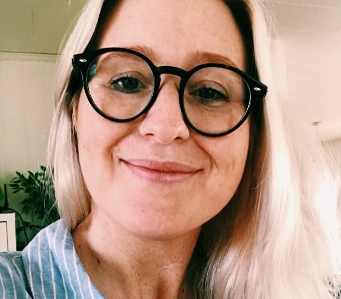 SKREMT: Stephanié Kjærstad forteller Dagbladet at hun syntes det var et skummelt syn da hun og naboene så synkehullet bli større foran dem. Foto: Privat
