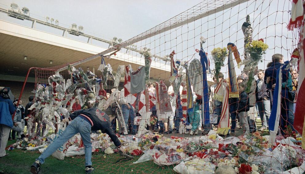 Anfield: Dettte bildet er fra Anfield dagen etter tragedien i 1989. Totalt 97 mistet livet sitt. Foto: Peter Kemp / AP