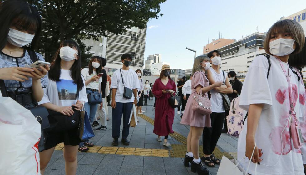 SMITTEN ØKER: Alle bærer munnbind i Tokyos gater. Foto: NTB
