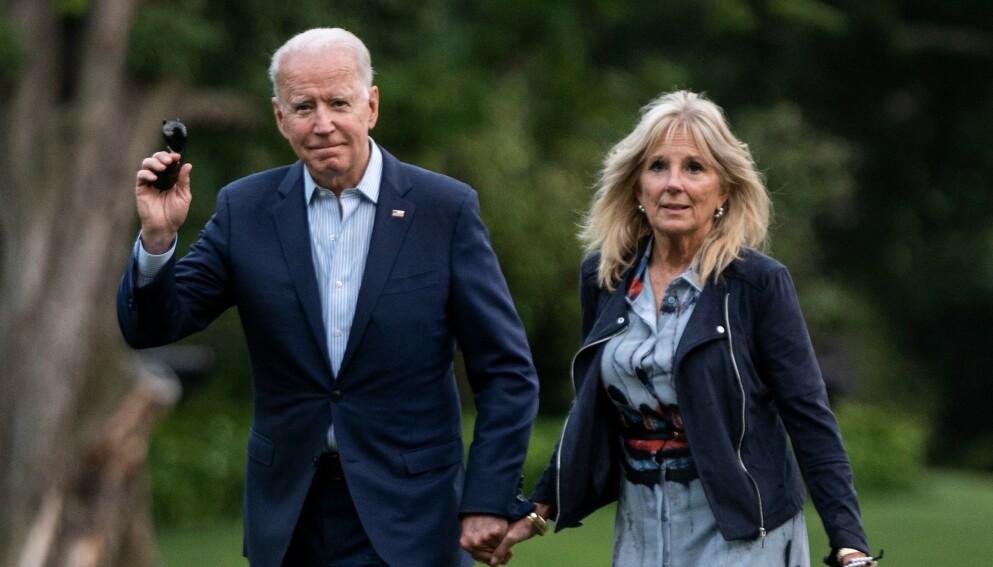 SKADET: Jill Biden, her med ektemannen Joe Biden, måtte til sykehuset torsdag. Foto: Andrew Caballero-Reynolds/AFP/NTB