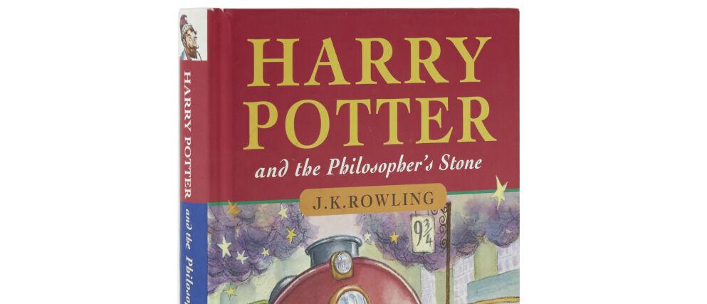 OVER PRISANTYDNING: En førsteutgave av boken Harry Potter og de vises stein gikk langt over prisantydning på en auksjon onsdag i England. Foto: Shutterstock / NTB