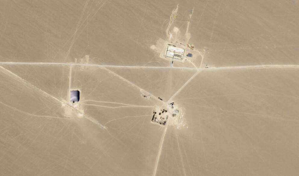 FUNN: Satelittbildet viser det forskere tror er nye rakettsiloer i Kina. Foto: Planet Labs / AP / NTB